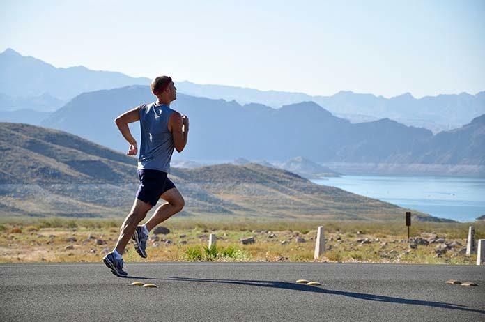 Jak dobrać buty dla biegacza biorąc pod uwagę nawierzchnię?