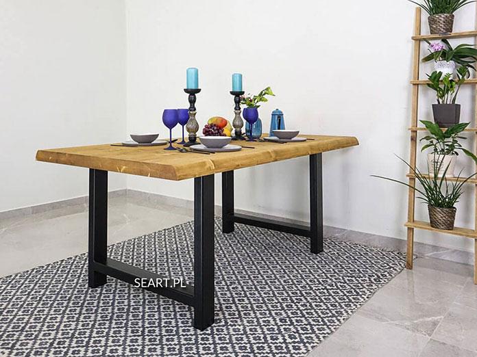 drewniane stoły