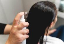 Czym różnią się kosmetyki fryzjerskie od produktów drogeryjnych